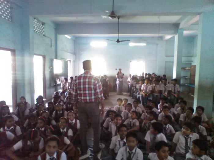 A session at a middle school in Kaithakode